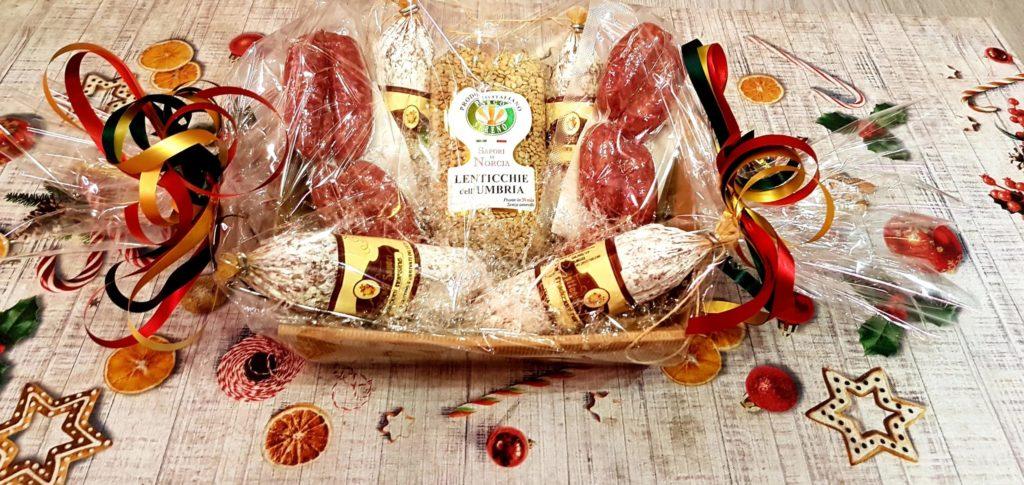 cesto regalo prodotti tipici di Norcia, salumi e formaggi
